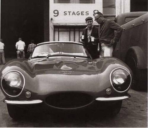 Foto (Foto: McQueen, o diretor John Sturges e seu XKSS - Internet)