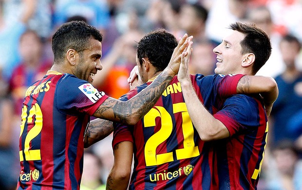 daniel alves adriano lionel messi barcelona gol levante (Foto: Agência Reuters)