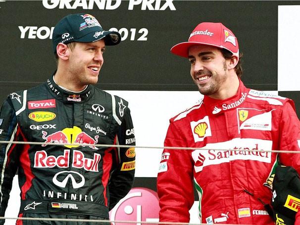 Sebastian Vettel e Fernando Alonso disputam ponto a ponto o campeonato (Foto: EFE)