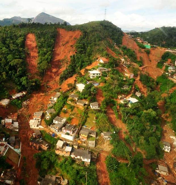 Imagem área mostra devastação em área de Nova Friburgo (Foto: Marino Azevedo/Governo do Estado do Rio de Janeiro)