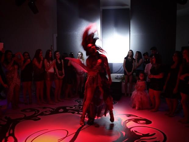 Festa contou com show de drag queen e uma escola de samba (Foto: Caio Kenji/G1)