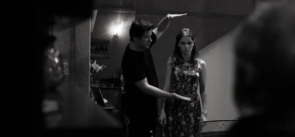 Murilo Benício dirige a mulher, Débora Falabella, no set do filme O beijo no asfalto: É lindo falar de um autor que muitas vezes não é tão celebrado (Foto: Reprodução)