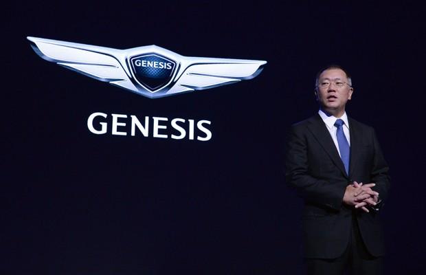 Euisun Chung, vice presidente da montadora, anuncia que Genesis será marca de luxo da Hyundai (Foto: Divulgação)