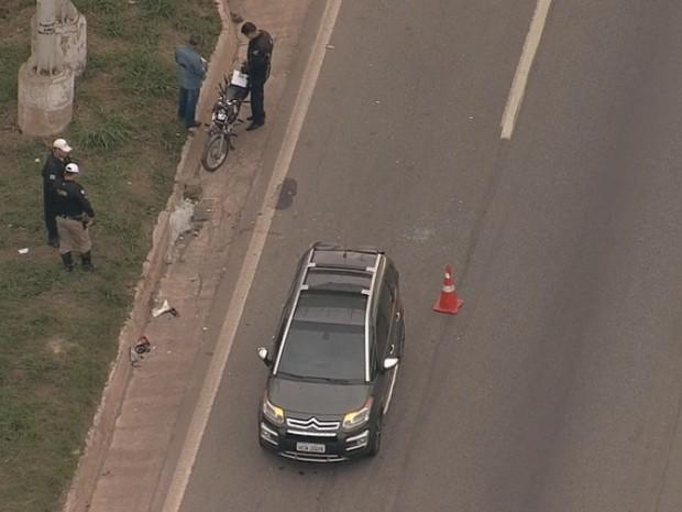 Acidente no Anel Rodoviário de Belo Horizonte deixa motociclista ferido (Foto: Reprodução/TV Globo)