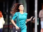 Thaila Ayala usa vestido curtinho em passeio em Los Angeles, nos EUA
