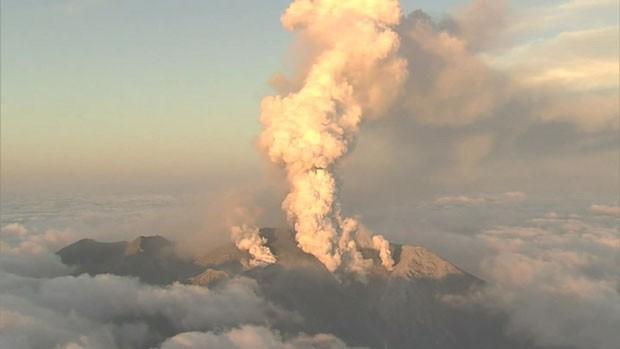 Vulcão entrou inesperadamente em erupção no Japão, e deixou ao menos 31 mortos  (Foto: BBC)