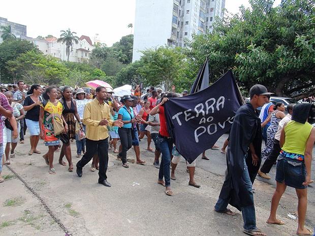 População pede moradia em protesto em salvador, Bahia (Foto: Niá Braga/ G1)