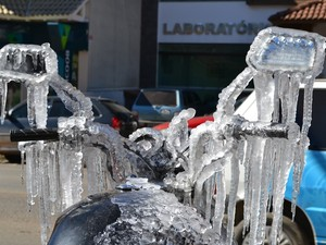 Motocicleta estava estacionada em rua (Foto: Dionata Costa/São Joaquim Online)