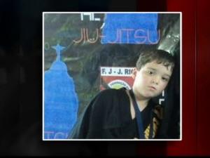 Menino encontrado em mala é sepultado em Barra do Piraí (RJ) (Foto: Reprodução Globo News)