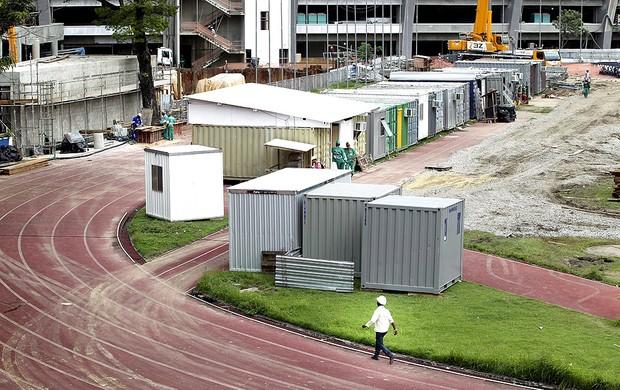 estádio de atletismo Célio de Barros fechado pelas obras no Maracanã (Foto: Alexandre Cassiano / Ag. O Globo)