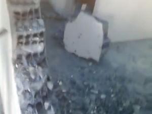 Imagens mostram paredes derrubadas e grades no chão (Foto: G1 RN)