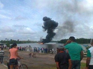 Barco explodiu em Barcarena 4 (Foto: Cláudio Santos/Arquivo Pessoal)