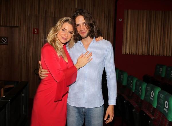 """Letícia e o namorado, Pablo: """" (Foto: Ag News)"""