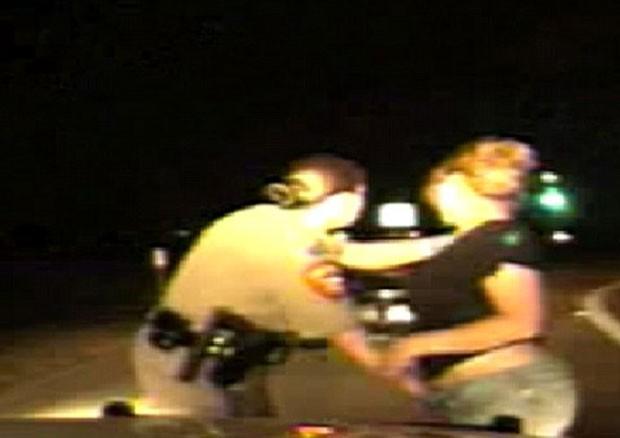 Policial tocou a área íntima de mulheres em blitz (Foto: Reprodução)