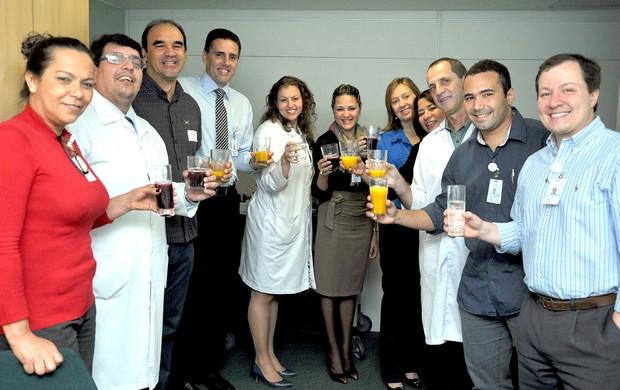 Ricardo Gomes visita equipe de hospital (Foto: Andressa Maria Santos Vieira/Divulgação Hospital Pasteur)