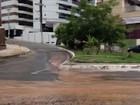 Vazamento em tubulação alaga rua no Caminho das Árvores; veja vídeo