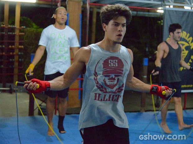 Aulas de Muay Thai fazem parte da preparação para novo papel (Foto: Raphael Dias / TV Globo)