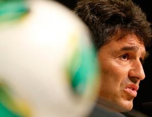 árbitro Massimo Busacca coletiva sobre a tecnologia da linha do gol (Foto: Agência Reuters)