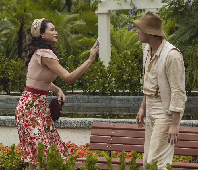 Filomena atira dinheiro na cara de Candinho (Foto: Inácio Moraes/Gshow)