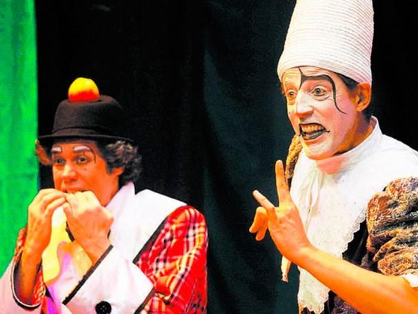 Hugo Possolo Neto e Raul Barreto em cena (Foto: Divulgação)