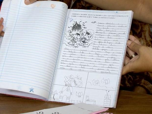 Além da leitura, alunos também têm que fazer um resumo da história (Foto: Reprodução/ TV Gazeta)