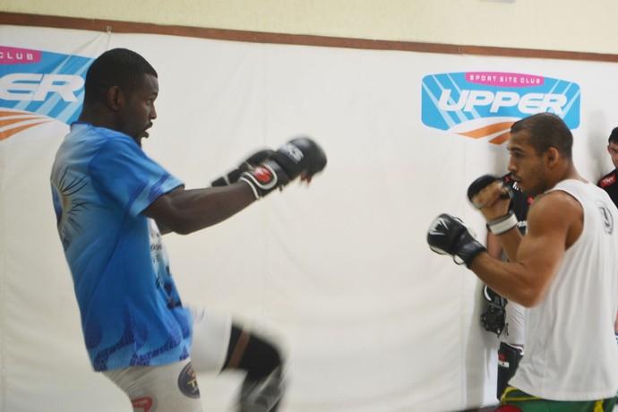 Alcides Nunes e José Aldo treino MMA (Foto: Raphael Marinho)