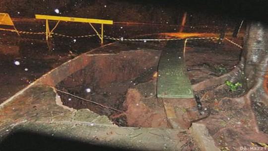 Cratera se abre em Taquaritinga e lama invade ruas em Santa Ernestina