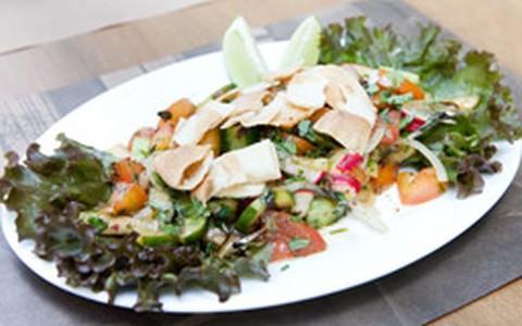 Salada árabe fatouche