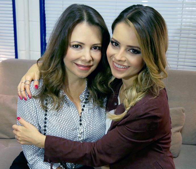 Sandy e mãe Noely nos bastidores do SuperStar (Foto: Francisco Couto)