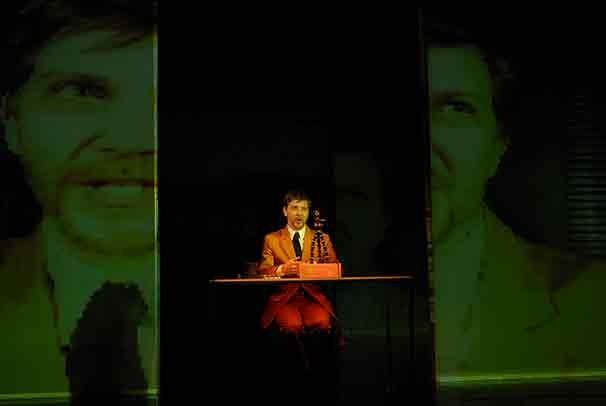 No espetáculo são encenados cinco contos do japonês Haruki Murakami (Foto: Divulgação)