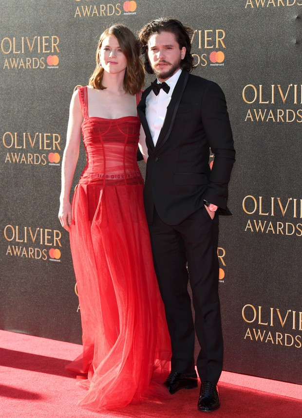 Rose Leslie e Kit Harington no Olivier Awards, em Londres (Foto: Getty Images)