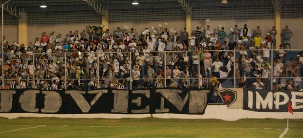 Torcida do Botafogo-PB comparece na Arena da Graça (Foto: Richardson Gray / Globoesporte.com/pb)