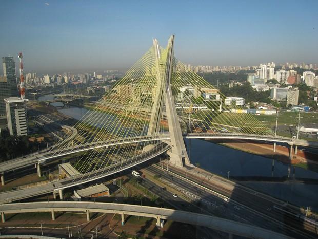 (Foto: Wikimedia / http://commons.wikimedia.org/wiki/File:Octavio_Frias_de_Oliveira_Bridge02.jpg)