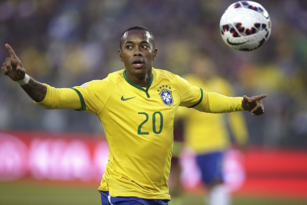 Robinho deve seguir titular no jogo contra o Paraguai (Foto: EFE / reprodução Globoesporte.com)
