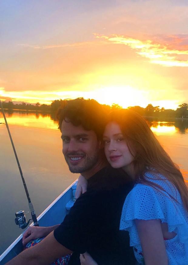 Longe da folia, Marina Ruy Barbosa e Alexandre Negrão curtem viagem romântica (Foto: NowFashion e ImaxTree)