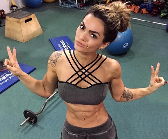Musa fitness posa para foto durante malhação (Foto: Arquivo Pessoal)