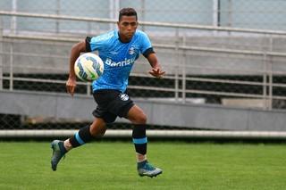 Atacante Pedro Rocha, do Grêmio, em treino no CT Luiz Carvalho (Foto: Lucas Uebel / Grêmio / Divulgação)
