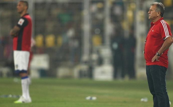 Zico e Materazzi em jogo na Índia (Foto: Divulgação / ISL)