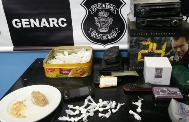 Polícia encontrou porções de drogas já embaladas, em Novo Gama, Goás (Foto: Divulgação/Polícia Civil)