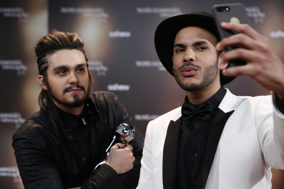 Hugo Gloss posa com Luan Santana em selfie (Foto: Ellen Soares/Gshow)