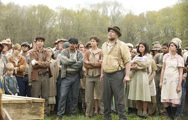 Vincent D'Onofrio lidera grevistas em imagem do filme 'In Dubious Battle' (Foto: divulgação)