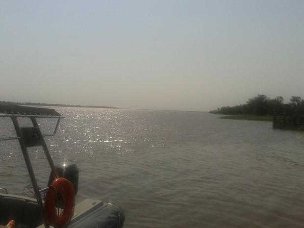 Embarcação conhecida como bajara naufragou no Rio Amazonas. (Foto: Divulgação/Polícia Militar de Alenquer)