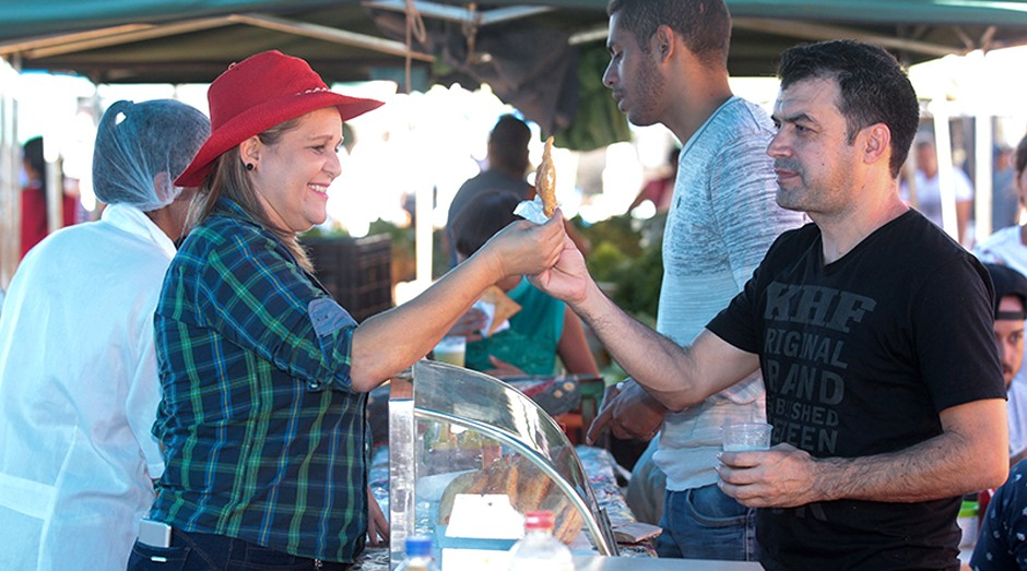 Kelly faz sucesso vendendo pastel no DF (Foto: Agência Sebrae de Notícias)