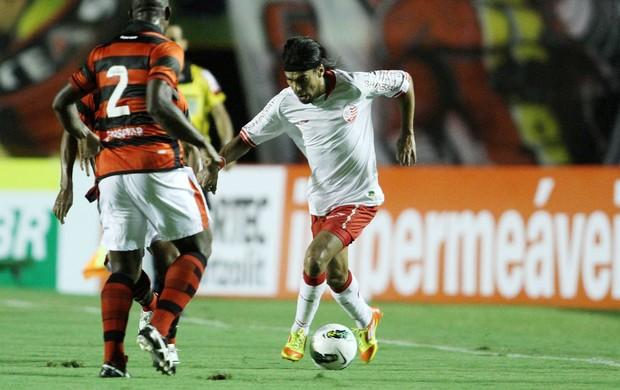 araujo atlético-go x náutico (Foto: Adalberto Marques/Agif/Agência Estado)