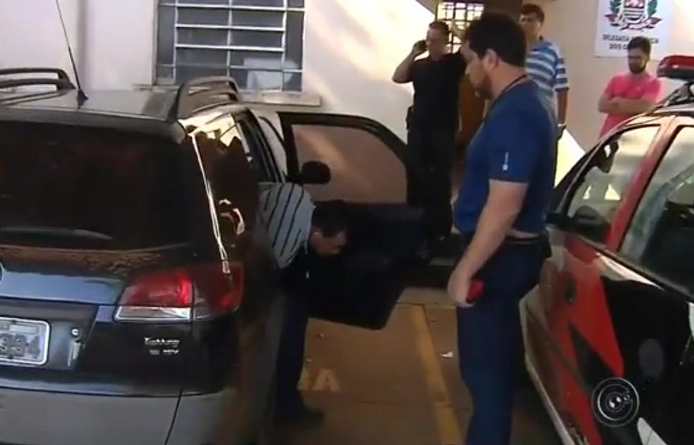 Polícia prendeu suspeito de ter participado de assassinato de adolescentes em Dois Córregos (Foto: Reprodução/TV TEM)