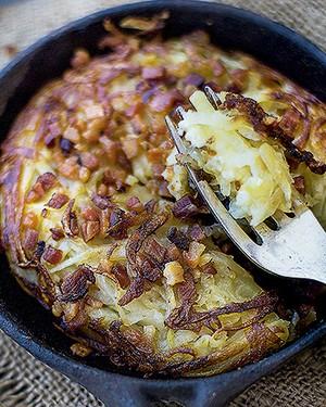 Batata rösti comcrispy de bacon e queijo meia-cura (Foto: Rogério Voltan/Editora Globo)