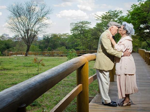 João e Angélica, casados há 60 anos, em ensaio fotográfico (Foto: Victor Moura/Reprodução)