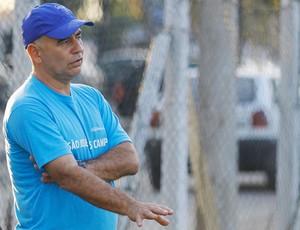 Técnico Márcio Oliveira, do time feminino do São José (Foto: Antônio Basílio/PMSJC)