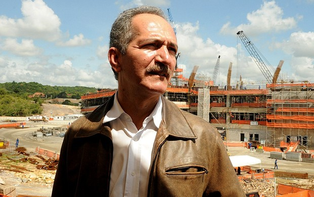 Aldo Rebelo visita obras da Arena Pernambuco (Foto: Aldo Carneiro / Pernambuco Press)