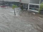Chuva forte causa alagamentos em vias e em shopping de Rio Claro, SP